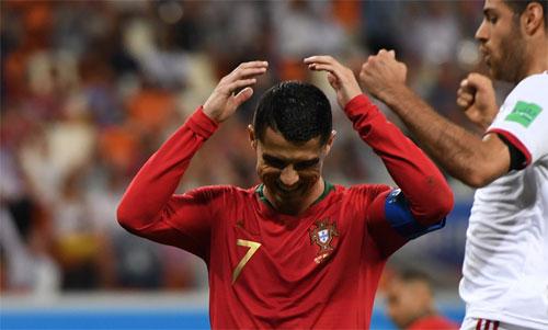 Cú phạt đền hỏng của Ronaldo tai hại thế nào với Bồ Đào Nha