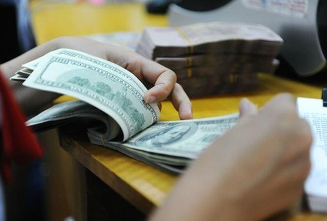 Giá USD tăng sốc chạm ngưỡng 23.000 đồng