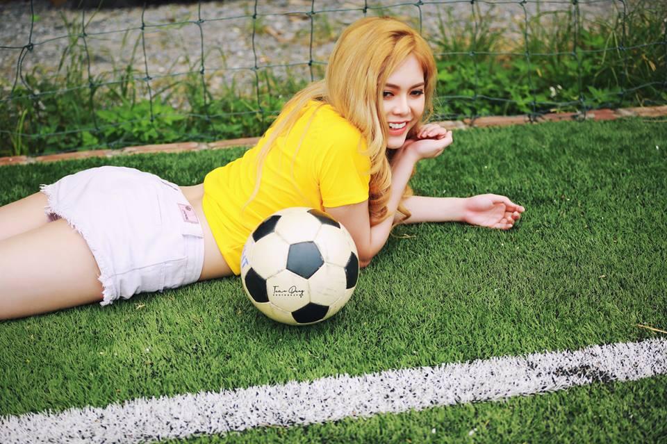 Hot girl VTV bình luận World Cup bị ném đá xuất hiện ở Quỳnh Búp Bê