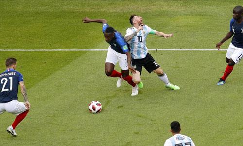 Pháp mất trụ cột tuyến giữa ở tứ kết