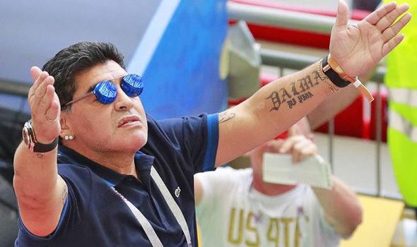 Maradona lại gây bão khi đăng đàn mỉa mai từ Messi tới Sampaoli