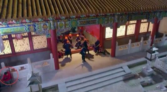 Sạn hài hước trong phim cổ trang: Thái thượng lão quân dùng Macbook, Vi Tiểu Bảo xài Iphone