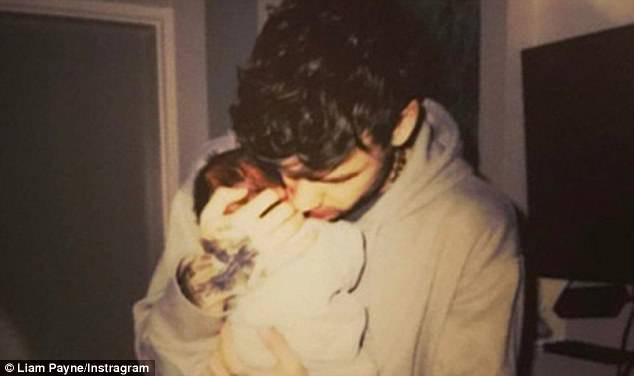 Cheryl và phi công trẻ Liam Payne xác nhận chia tay sau khi đã có con với nhau