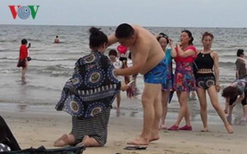 Du khách tắm biển Đà Nẵng bị ngứa ngáy, nổi mẩn đỏ khắp người