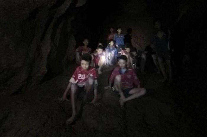 Phương án nào tối ưu nhất để đưa đội bóng ra khỏi hang Tham Luang ở Thái Lan?