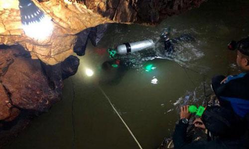 Ba phương án giải cứu đội bóng nhí Thái Lan khỏi hang ngập nước