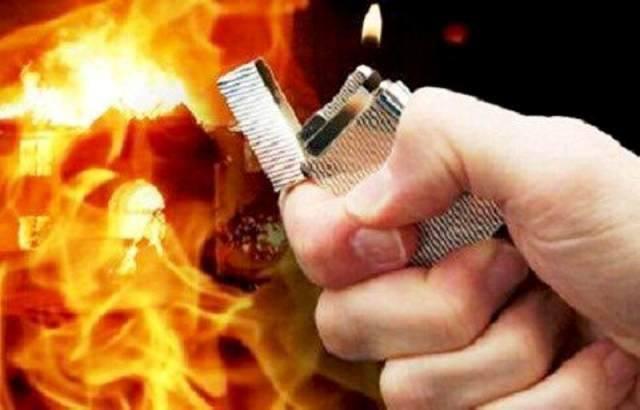 Mâu thuẫn tình cảm, người đàn ông rưới xăng đốt nhà bạn gái, 3 người bỏng nặng trong đó có 1 bé gái 7 tuổi