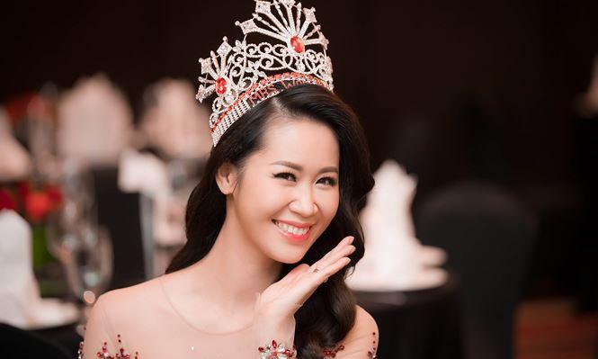 Dương Thùy Linh sexy trong tiệc mừng đăng quang Mrs Worldwide 2018