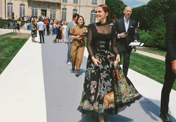 Kinh đô hoa lệ Paris mấy ngày qua lại rợp trời váy áo thời thượng