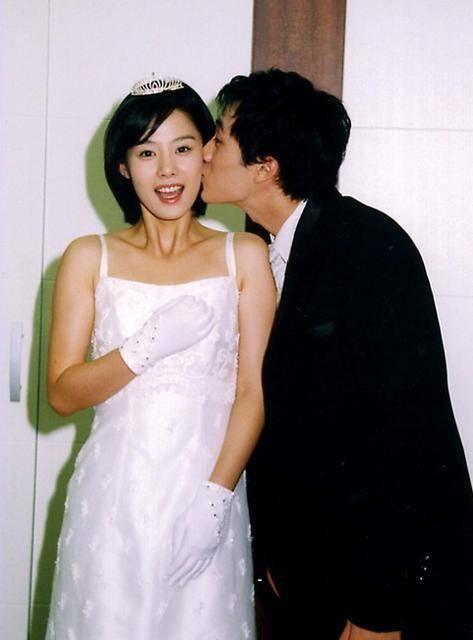 Kim Hyun Joo: Chị đại kín tiếng nhất showbiz Hàn, tuổi U45 vẫn chưa thể yêu thêm ai sau mối tình thời thanh xuân với tài tử So Ji Sub