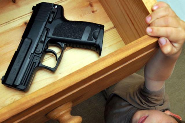 Giao con 2 tuổi cho bạn trông hộ, bố mẹ đau đớn khi thấy con chết tức tưởi trong nhà