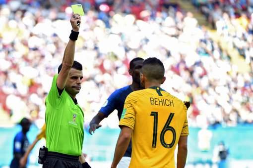Trọng tài giúp Pháp thắng Úc, bắt trận Pháp vs Bỉ