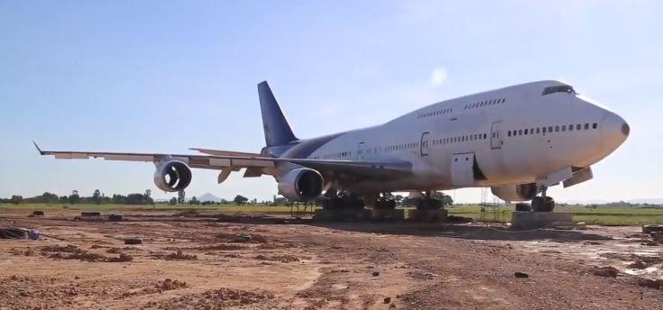 Thái Lan: Dân làng hốt hoảng khi sáng mở mắt dậy bỗng thấy chiếc máy bay Boeing đậu giữa đồng