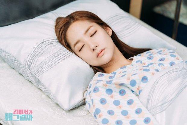 Thư ký Kim sao thế tập 11: Park Min Young bất tỉnh nằm viện, Park Seo Joon tận tình chăm sóc