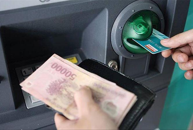 Tăng phí ATM nội mạng: Vì sao ông lớn ngân hàng bị tuýt còi?