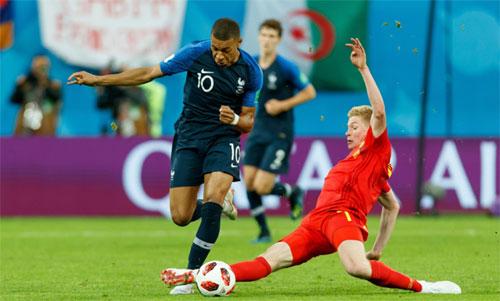 Mbappe lập kỷ lục rê bóng qua người ở tuyển Pháp
