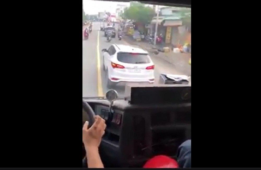 Thông tin mới về tài xế ô tô 'giả điếc' ngáng đường xe cứu hỏa