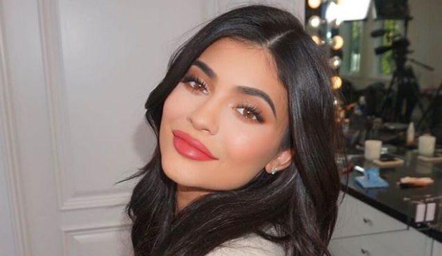 Dân tình rủ nhau quyên góp thêm 100 triệu USD để giúp Kylie Jenner trở thành tỷ phú trẻ nhất thế giới