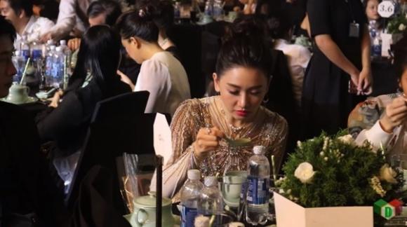 Khán giả bênh vực Hari Won sau đoạn video khiến cô bị chê là phàm ăn tục uống