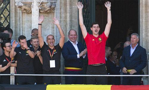 Courtois lỡ thời khắc được trao Găng Vàng vì ghét xem Pháp