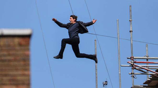Thót tim xem hậu trường Tom Cruise tự mình thực hiện cú nhảy từ máy bay trong Mission Impossible 6