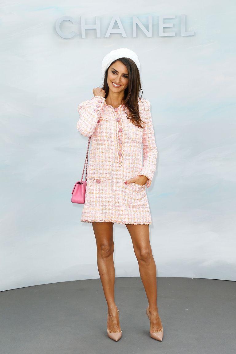 Sao nữ biến hóa như thế nào với váy áo vải tweed?