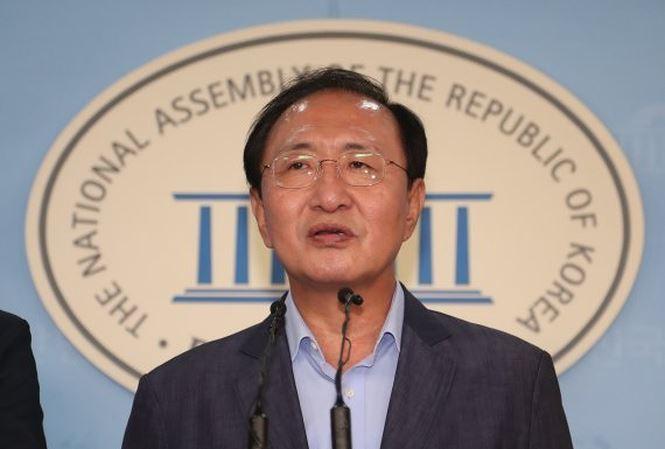 Bị điều tra, quan chức Hàn Quốc nhảy lầu tự tử