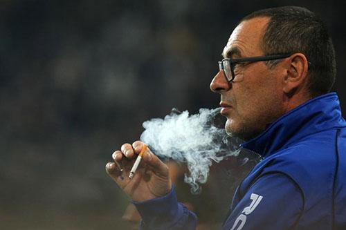 Chelsea tìm khu hút thuốc cho Sarri trong sân Stamford Bridge