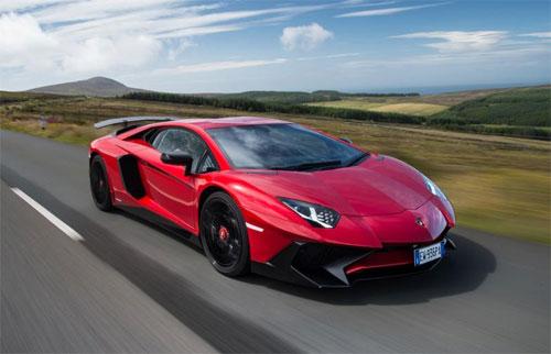 Lamborghini triệu hồi 8 siêu xe vì có thể rơi bánh