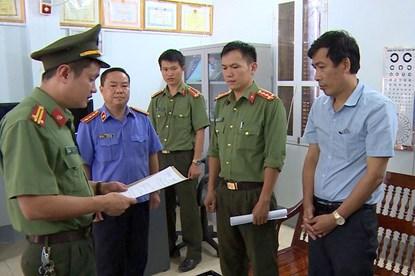 Gian lận thi cử Sơn La: Vì sao Phó Giám đốc Sở GDĐT được tại ngoại?