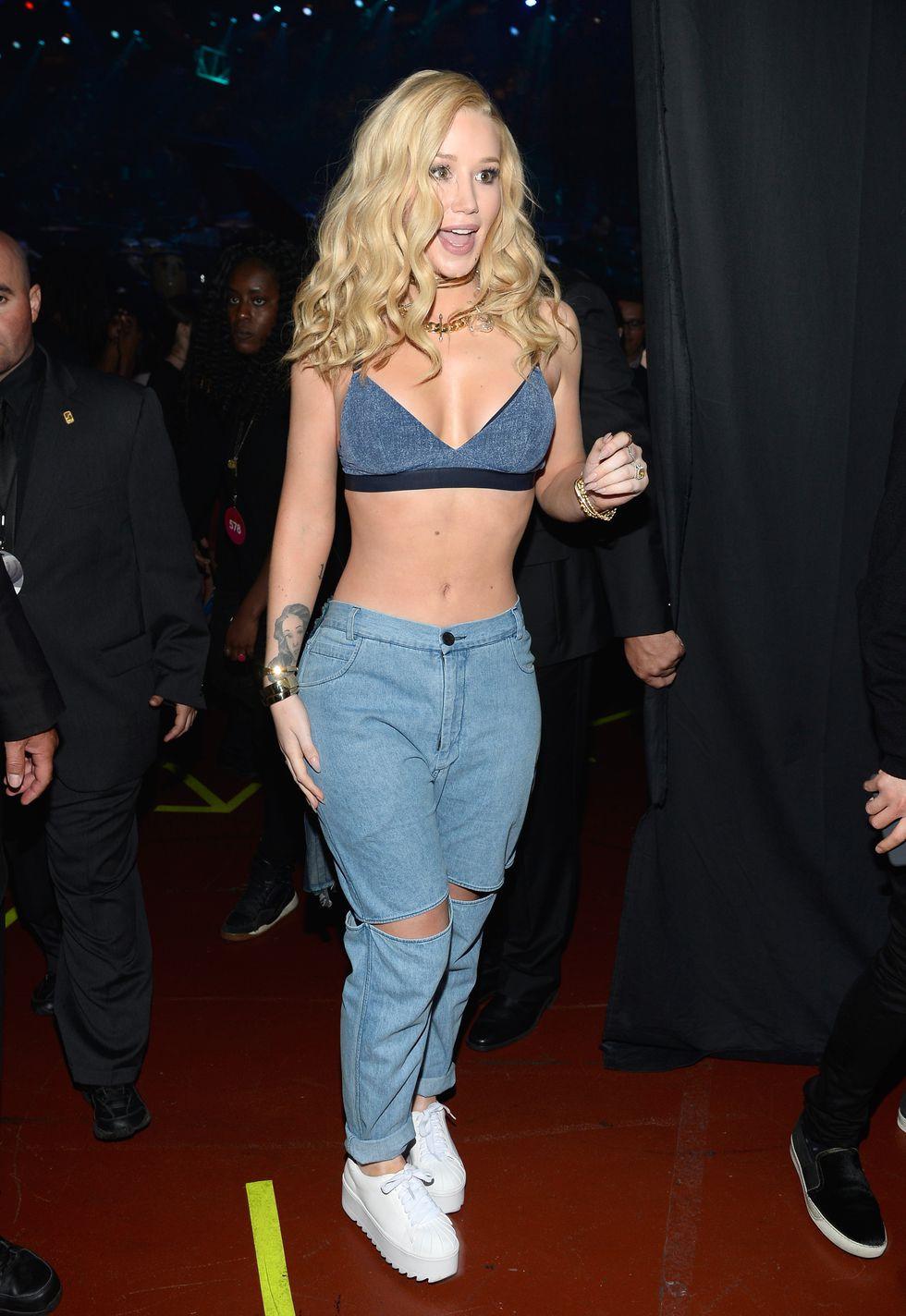 Rihanna, Taylor Swift gợi cảm với trang phục khoe nội y