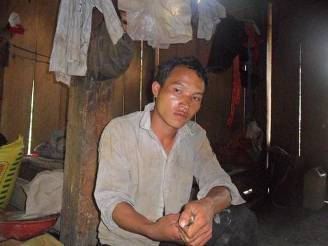 Kinh hoàng hủ tục treo người chết trên đỉnh Tà Xi Láng