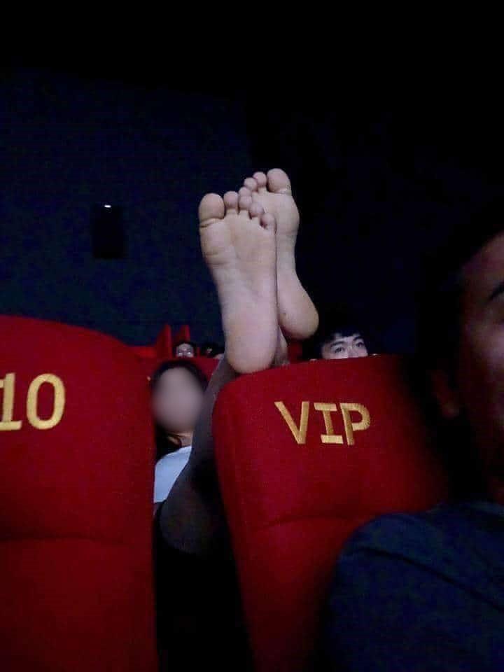 Những hình ảnh kinh hoàng trong rạp chiếu phim khiến bất kỳ ai xem xong cũng phải nóng mặt