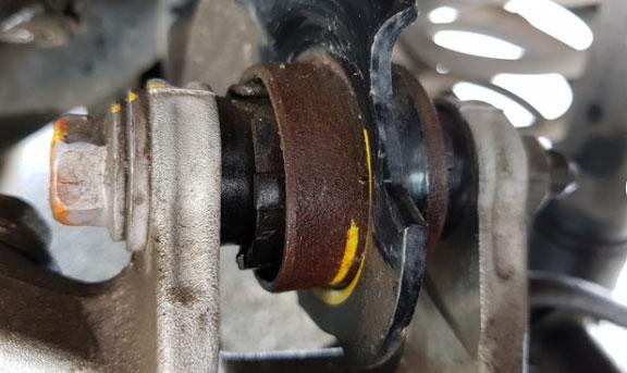 Khách tố Honda CR-V 2018 vừa sử dụng đã bị gỉ sét gầm xe