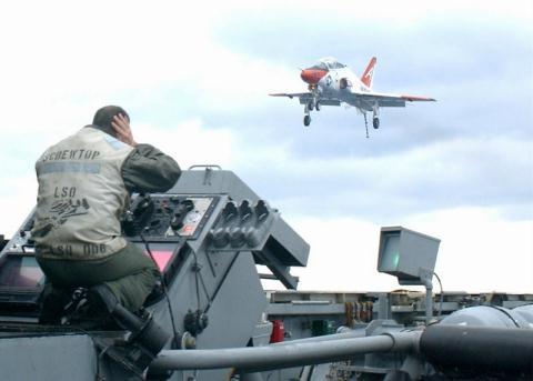 Mỹ nâng cấp khẩn máy bay T-45 Goshawk