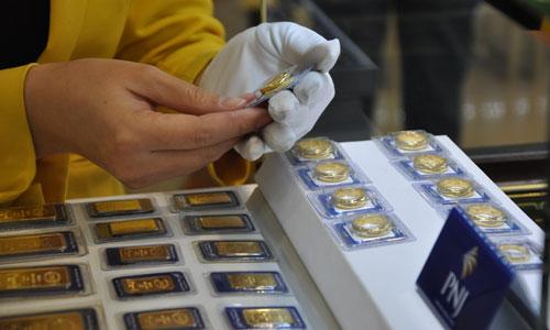 Giá vàng miếng giảm cả trăm nghìn mỗi lượng