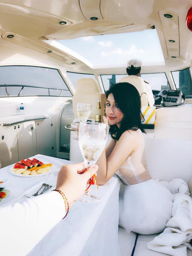 Hậu đám hỏi với bạn trai doanh nhân, Vân Navy khoe nhẫn cưới kim cương 169 triệu làm dân mạng lác mắt