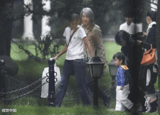 Châu Tinh Trì có con rơi 11 tuổi, mẹ ruột là nữ đại gia xinh đẹp?
