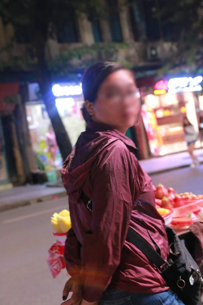 Nhiệt độ Hà Nội đột ngột giảm mạnh, người dân mặc áo ấm ra đường