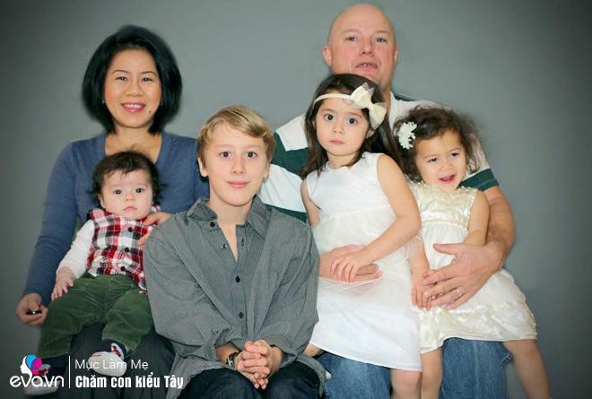 Mẹ 7X bỏ qua mặc cảm bánh đúc có xương nuôi con chồng tự kỷ bằng tình yêu thương