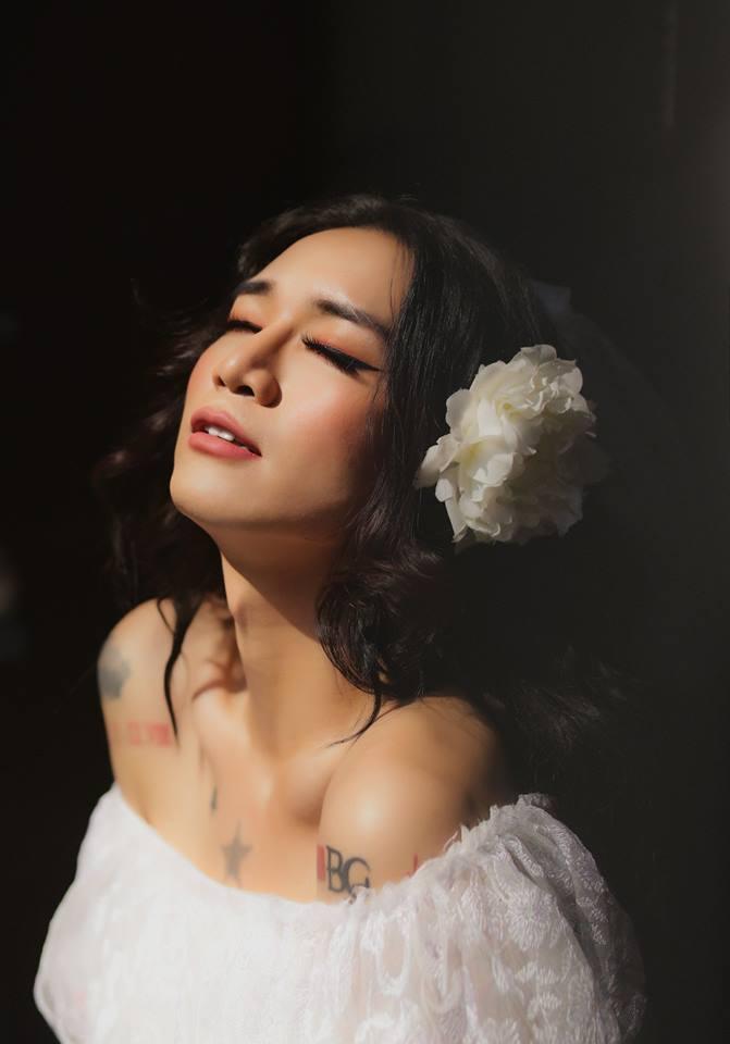 BB Trần diện váy cô dâu trong bộ ảnh cưới kiêu sa cùng Hải Triều, rộ nghi vấn chuẩn bị đi bắt chồng?
