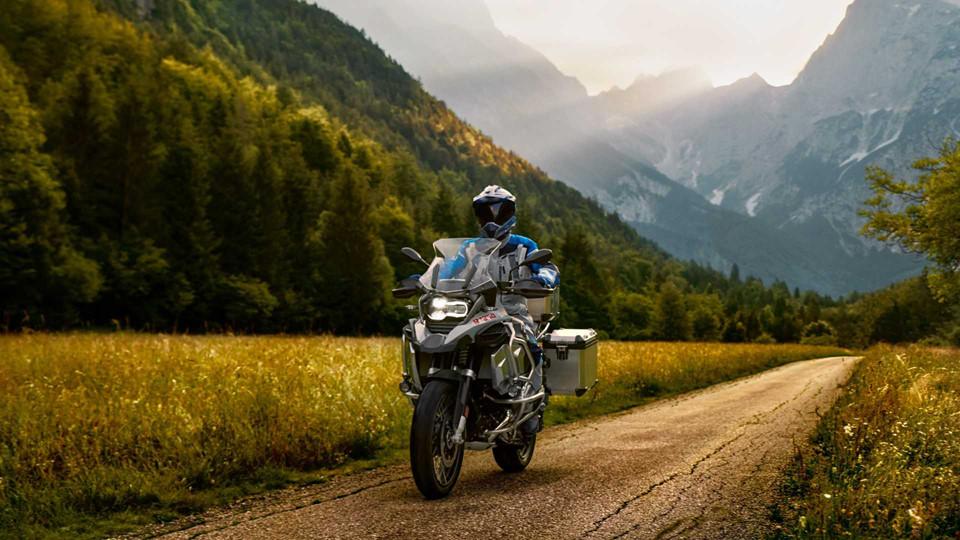 BMW R 1250 GS Adventure ra mắt - bình xăng 30 lít, giàu công nghệ