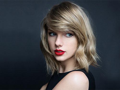 Gương mặt ngày càng khác lạ, Taylor Swift bị nghi đụng chạm dao kéo