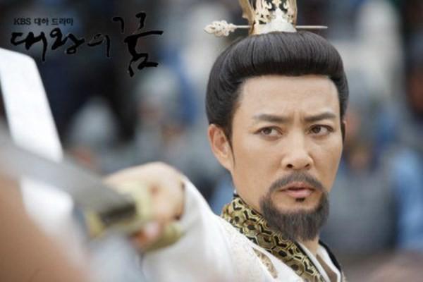 Choi Soo Jong: San Hiếc của Mối tình đầu ngày nào giờ đã U60 có cuộc sống hôn nhân viên mãn bên ngọc nữ xứ Hàn