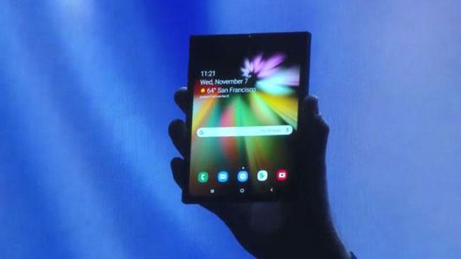 Samsung trình diễn smartphone màn hình gấp: Và đây là lời đáp trả của Google
