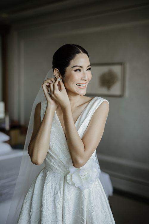 Hoa hậu Hoàn vũ Thái Lan chọn váy cưới của Đỗ Mạnh Cường