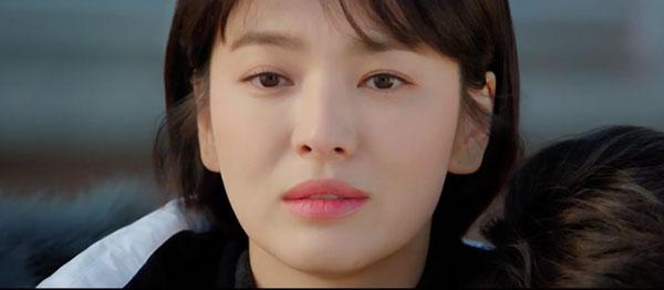 Mải mê ngắm trai trẻ, Song Hye Kyo tự gây tai nạn - 2