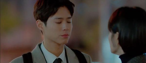 Mải mê ngắm trai trẻ, Song Hye Kyo tự gây tai nạn - 8