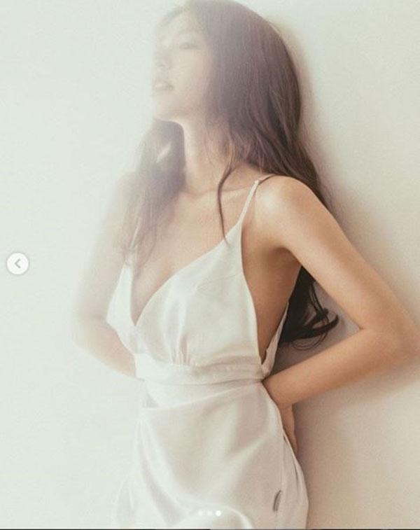 Hot girl Mẫn Tiên chụp ảnh gợi cảm mừng sinh nhật tuổi 22