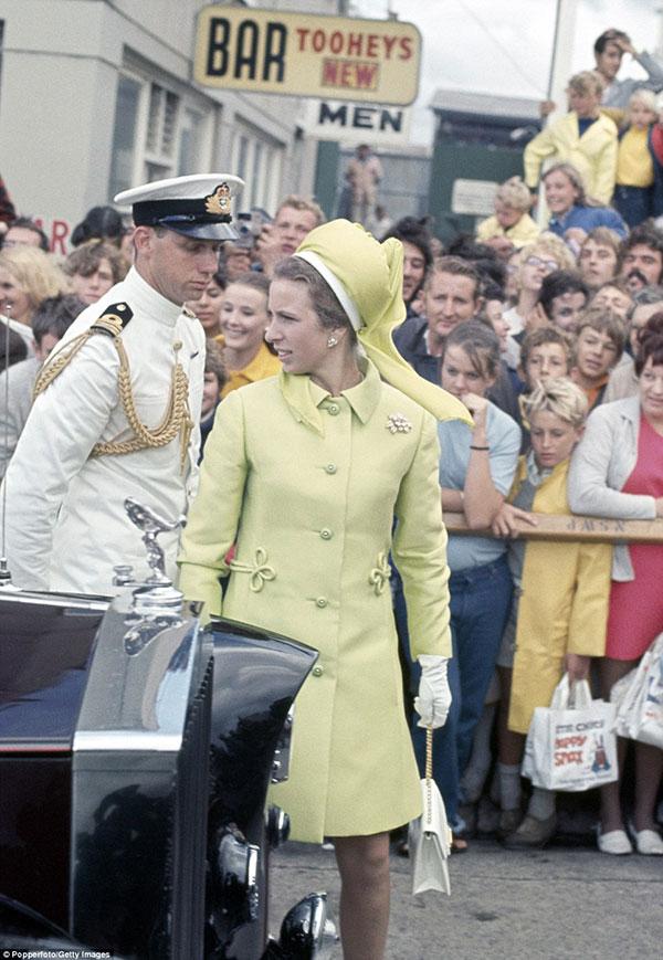 Xét về độ chất trong thời trang, chị em dâu Kate và Meghan còn phải chịu thua con gái duy nhất của Nữ hoàng Anh